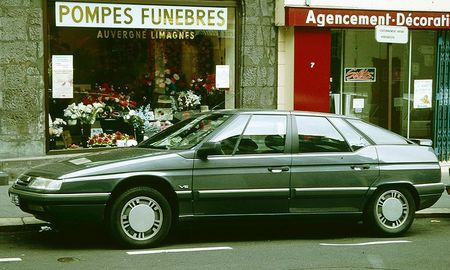 800px-Citreon_XM_V6_contemplates_mortality.jpg
