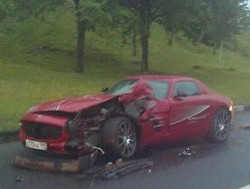mercedes-sls-amg-crash-russia-3.jpg